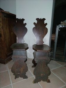 Antique pair of walnut stools with shaped back and seat, Florence 17th century