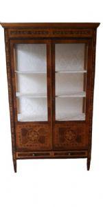 Книжный шкаф с инкрустацией ломбард