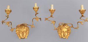 Paar Louis XVI zweiflammige Wandlampen aus geschnitztem und vergoldetem Holz, Toskana 18. Jahrhundert