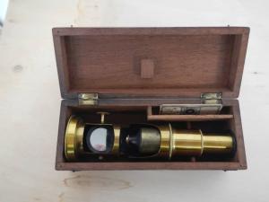 microscopio in ottone con scatola in noce prima 900