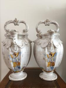 Coppia di anfore versatoi in ceramica