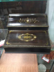 Scrittoio da viaggio da signora intarsiato in madreperla tartaruga e ottone. Francia epoca Napoleone III