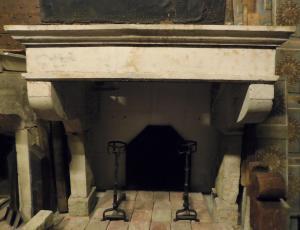 chp313 - camino in pietra di Borgogna, cm l 178 x h 170,