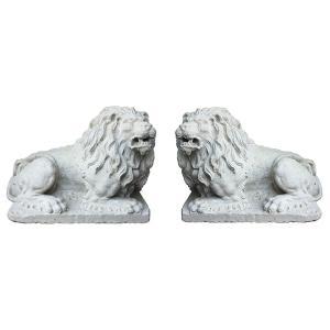 Leoni in pietra bianca