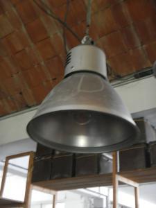 lâmpadas industriais dos anos 70