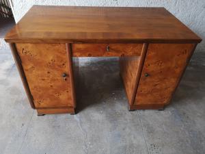 装饰艺术风格的办公桌