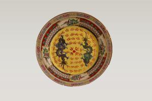 Антикварная китайская фарфоровая тарелка, богато украшенная драконами