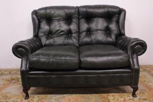 Chesterfield chesterfield sofa in original English 2-seater leather in green.