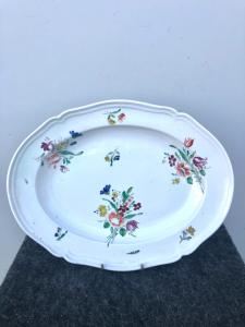 Ovaler Teller aus Porzellan mit Traubendekor. Herstellung von Shower-Ginori.