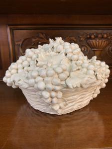 Cesto d'uva in ceramica