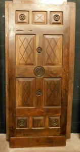 puerta pti428 con paneles grabados en nogal mis. cm largo 80 x alto 197cm