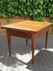 Extendable antique table from the 1800s with cross-threaded top