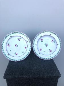 Paar Porzellanteller mit Rosendekor. Doccia-Ginori-Herstellung.