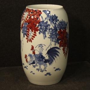 Vaso cinese in ceramica dipinta con galli e decori floreali