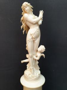Arme Venus mit Putto