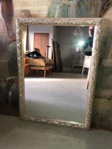 Лакированные зеркала в стиле