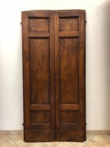 Три двустворчатые двери из каштана