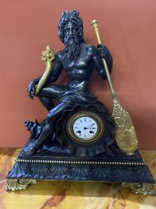 Bronze Tischuhr mit Darstellung von Neptun