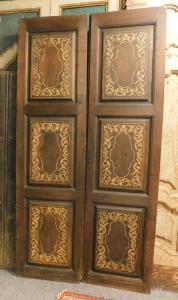 pti673 - porta de nogueira com duas asas, século XVIII, medindo cm l 121 xh 233