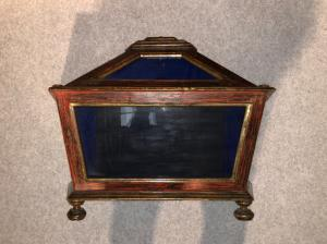 Lacquered wood display case with golden profiles. Original blown glasses.