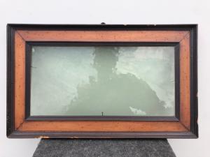 Marco de madera tallada con vidrio soplado Periodo de directorio.