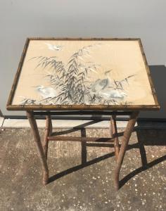 Бамбуковый журнальный столик с покрытой сверху шелковой вышивкой с изображением цапель, Китай.