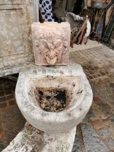 banheira de parede de pedra