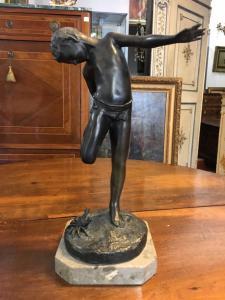 Escultura de bronze 900 criança