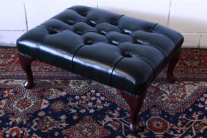 Original Chesterfield pouf Made in UK, in green leather.
