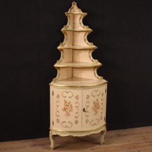 Angoliera italiana laccata, dorata e dipinta