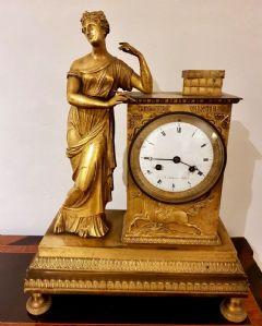 Uhr in vergoldeter Bronze