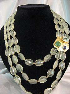 Necklace and earrings in prehnite quartz