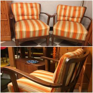 Paar gestreifte Sessel