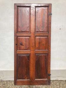 Conjunto de cinco portas em nogueira