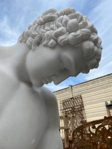 Escultura em mármore 80x80x120h