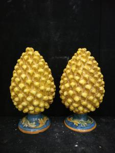 Ceramica di Caltagirone - Coppia di Pigne gialle - H 40 cm - Sicilia - 1954
