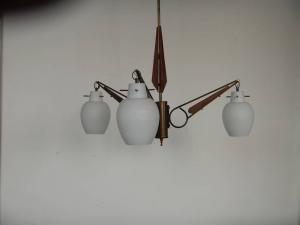 lampadario in vetro opalina  anni 40 a tre luci
