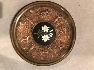 Piatto centrotavola in metallo con micromosaico 'opificio delle pietre dure'.Firenze