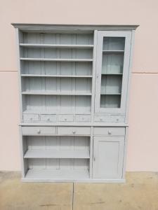 Plate cupboard
