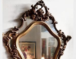 Specchiera in legno intagliata