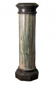 Florenz, 14. Jahrhundert, Cipollino-Säule aus grünem Marmor mit rotierendem Kapital