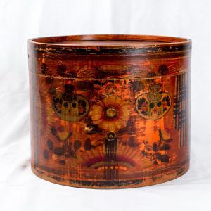 Cappelliera in legno decorata Periodo Chia Ching della dinastia Ching