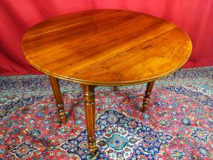 19世纪路易·菲利普·胡桃木餐桌