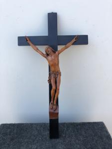 Cristo in legno di bosso su croce ebanizzata.