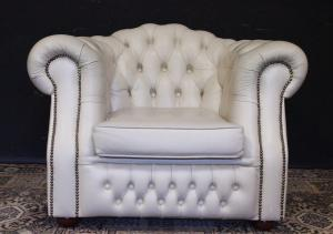 Chesterfield club english armchair in crème white leather