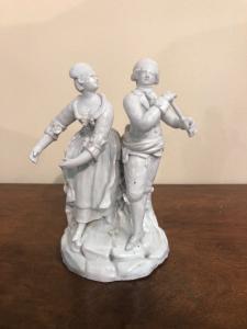 雕塑与白色瓷器中的英勇场面,安东尼·巴萨诺(Nove di Bassano)制造。