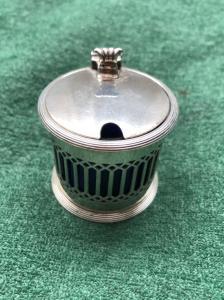 Salsiera in argento con motivo geometrico a traforo.Chester,Inghilterra.1911.