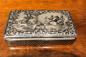 Box in nielled silver with hunting scenes. Paris 1819.
