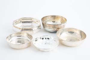 Cinco cuencos de plata para trofeos