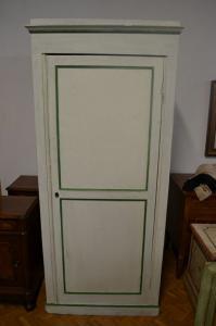 破旧别致的衣柜